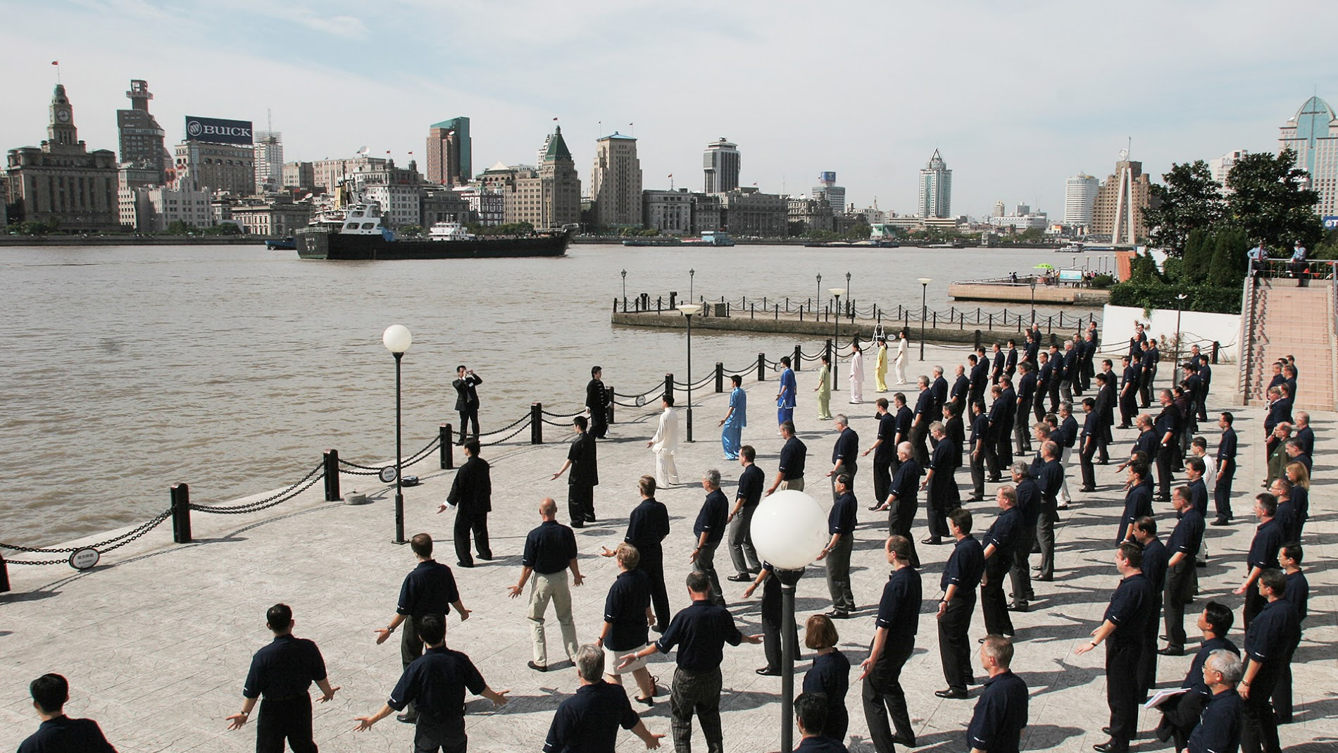 TAI CHI ON THE SHORES OF THE HUANGPU